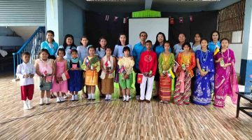 ร่วมกิจกรรมวันอาเซียน มีการเดินแฟชั่นโชว์แนะนำตัวแต่ละประเทศของนักเรียน